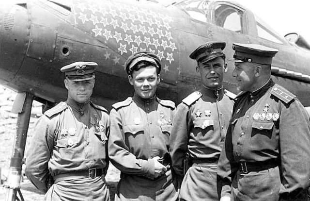 1944-й был ознаменован неприятным инцидентом. Подвыпивший после поминок соратника Клубов сцепился с солдатом-мотористом и застрелил его. Дело замяли, а спустя несколько месяцев Клубов погиб во время тренировочного полета.
