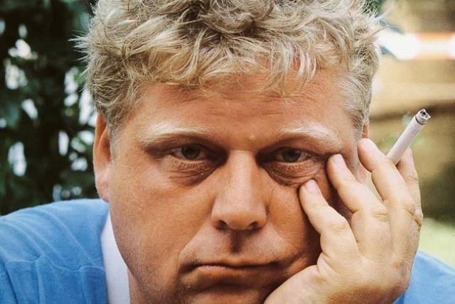"""Тео ван Гог. Праправнучатый племянник художника также отдал себя творческой профессии - стал режиссером. Погубил его 10-минутный фильм """"Покорность"""", который раскрывал и осуждал насилие над женщинами в исламском мире."""