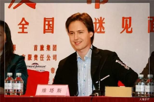 За плечами у Витаса несколько сольных программ и больших турне. Причем если на родине его популярность довольно быстро стихла, то его фан-клуб в Китае до сих пор насчитывает более миллиона поклонников, а в Шанхае установлена даже статуя певца.