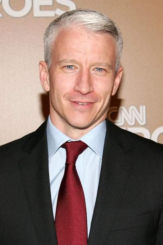 """В начале июля 2012 года журналист Андерсон Купер сделал публичное заявление о своей гомосексуальности в интервью для журнала """"The Daily Beast""""."""