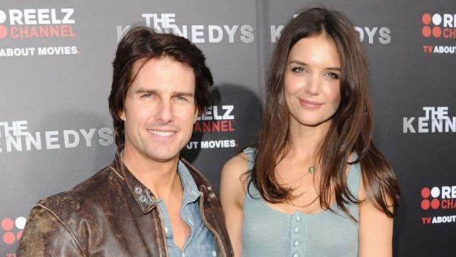 Третьей супругой Тома стала опять же актриса Кэти Холмс, родившая ему дочку Сури, с которой сейчас Крузу запрещено видеться после долгого и скандального развода.