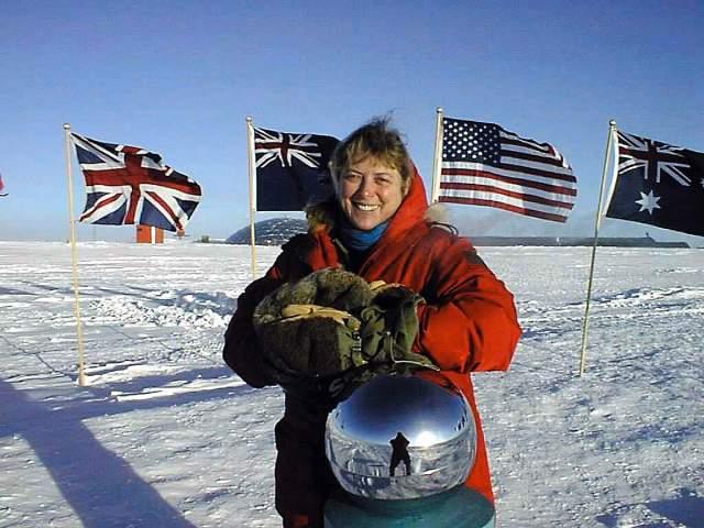 Джерри Нильсен. Проведение химиотерапии в условиях антарктической экспедиции. Джерри Лин Нильсен была единственным врачом на американской антарктической станции «Амундсен-Скотт» в 1999 году. Именно там она и обнаружила у себя симптомы рака груди.