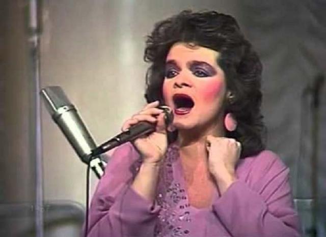 Лариса Долина. Певица покорила миллионы поклонников своим великолепным голосом, но вот внешность долгое время была далека от идеальной.
