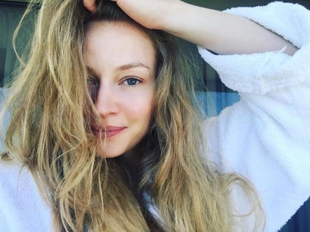 Светлана Ходченкова. Звезда кино без макияжа кажется вовсе не роковой красоткой, а милой и юной девушкой.