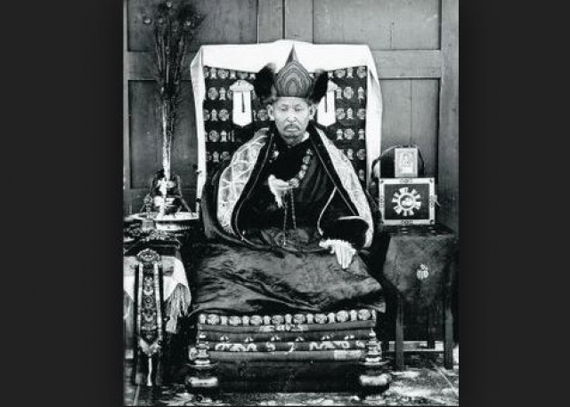 Даши-Доржо Итигэлов. Буддийский лама, живший в России в начале 1900-х годов, еще при жизни попросил своего товарища начать процедуру похорон, а сам погрузился в медитацию.