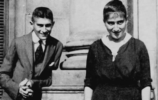 Произведения Кафки стали сенсацией. И сегодня он — один из самых популярных писателей в мире. Примечательно, что возлюбленная Кафки, у которой хранилось много его рукописей, послушалась умирающего и уничтожила все, что у нее было.