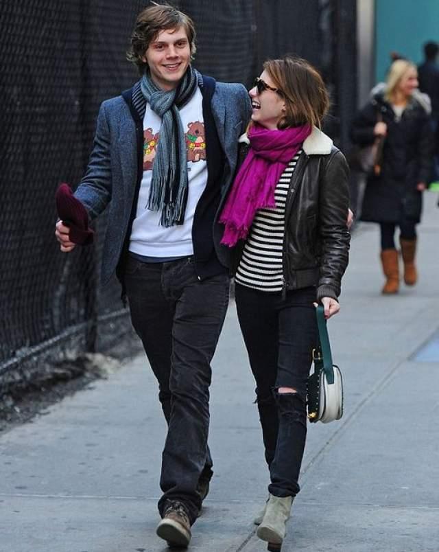 Эмма Робертс и Эван Питерс прогулялись по Нью-Йорку.