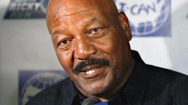 """Его карьера в кино также была успешной. Например, в 1987-ом году Браун сыграл в фильме по роману Стивена Кинга """"Бегущий человек"""", чем вызвал новый всплеск собственной популярности."""