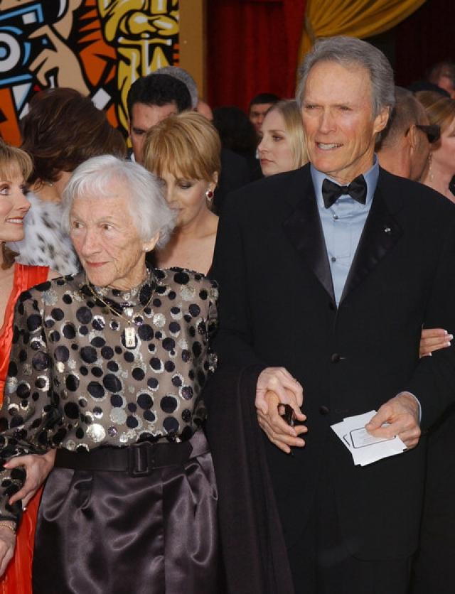 Родители Клинта Иствуда. Отец актера, Клинтон Иствуд-старший был рабочим сталелитейного завода, мать, Маргарет Рут Иствуд - работницей завода IBM.