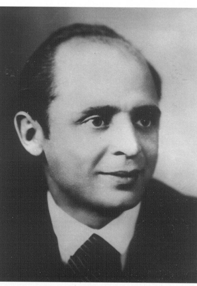 Тогда говорили, что Козина судили за отказ включить в концертную программу, с которой он выступал на фронте, пропагандистские песни о Сталине и партии. Однако одним из пунктов обвинения стало и совращение несовершеннолетних юношей.