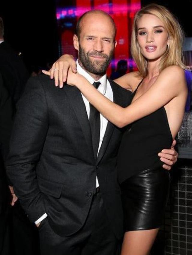 Джейсон Стейтэм. С апреля 2010 года актер встречается с британской моделью Роузи Хантингтон-Уайтли.