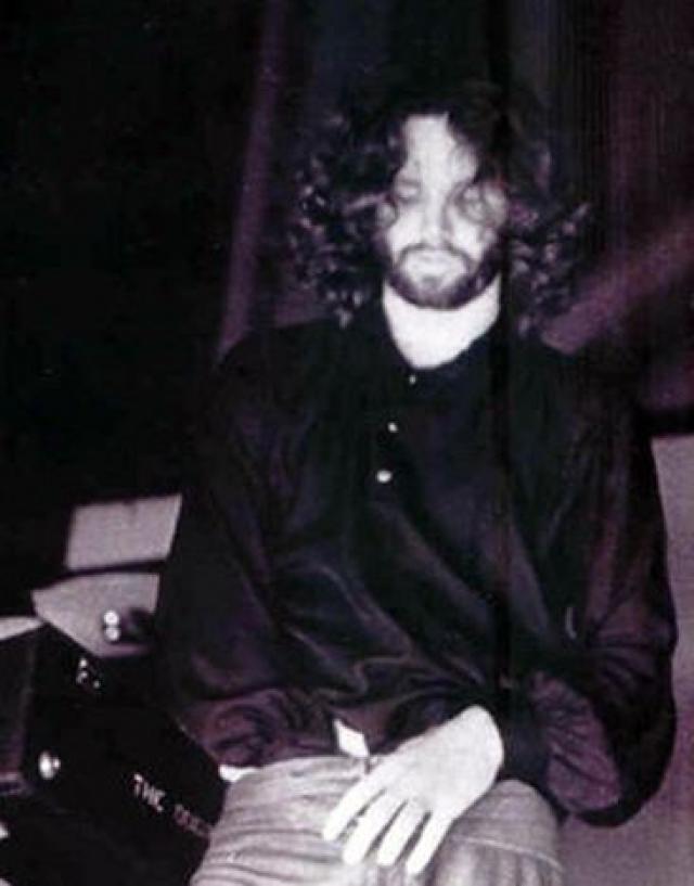 В 1969 году в Майями состоялось одно из самых ярких выступлений группы Doors . Билеты на шоу распродали задолго до концерта. Когда Моррисон появился на сцене, он начал выкрикивать оскорбления в адрес зрителей, а затем обратился к поклонникам с пламенной и крайне нецензурной речью.