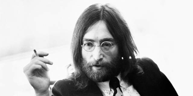 """После того вечера в дневнике Йоко появилась запись о том, что человек, которого она могла бы полюбить, нашелся. Она присылала Леннону открытки с короткими надписями: """"Танцуй"""", """"Дыши"""", """"Смотри на огни до рассвета""""."""