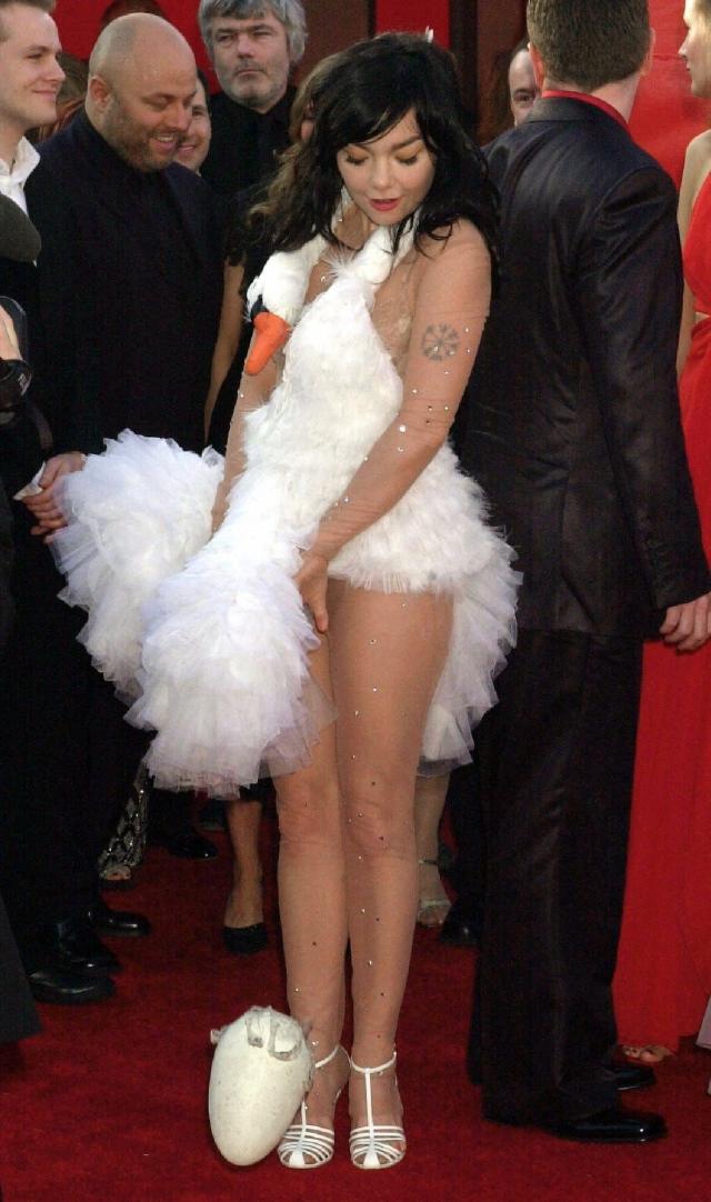 """Бьорк. Самое запоминающееся платье с церемонии """"Оскар""""."""