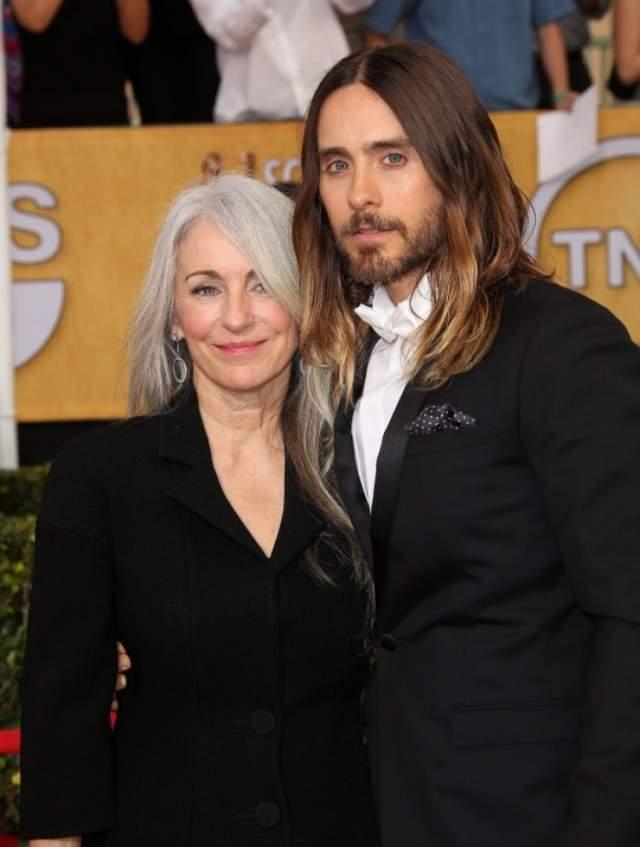Джаред Лето и Констанс. Мама известного актера и музыканта считает поддерживает во всех начинаниях своих детей, поэтому Джаред часто говорит, что именно ей он обязан своей тягой к искусству.