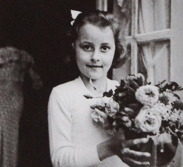 В двенадцатилетнем возрасте Габриэль с четырьмя родными братьями и сестрами отец оставил на попечении родственников, которые вскоре сдали их в приют.