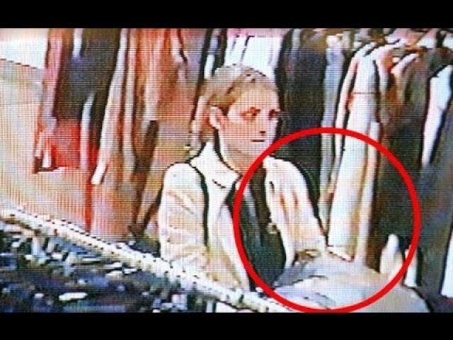 В 2001 году актриса, чье благосостояние явно выше среднего, попалась на воровстве в одном из магазинов одежды.