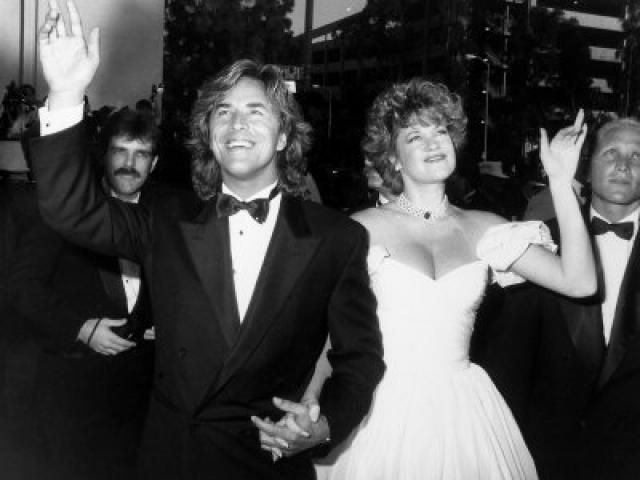 Как только Мелани стукнуло 18, они поженились, затем развелись и поженились вновь, однако брак неожиданно распался из-за нового увлечения актрисы.