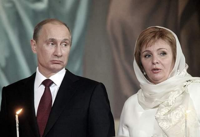 Расстались они, как писали СМИ, из-за того, что Людмила не любила публичность.