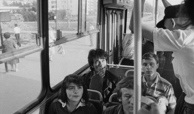 Виктор Цой в автобусе.