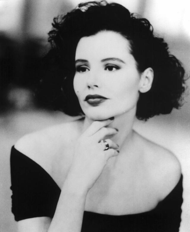 Джина Дэвис. Американская актриса, продюсер, сценарист и бывшая фотомодель, была необычайно популярна в 80-х.