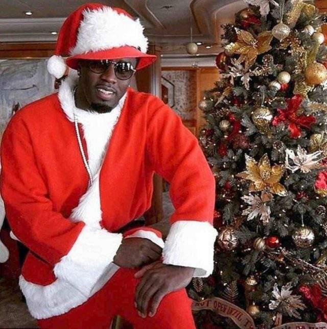 P Diddy в честь Рождества нарядился весьма экзотичным Сантой.