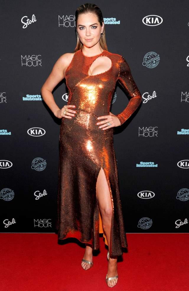 Кейт Аптон в сверкающем платье, которое интернет-пользователи единогласно признали необычайно дешево выглядящим.
