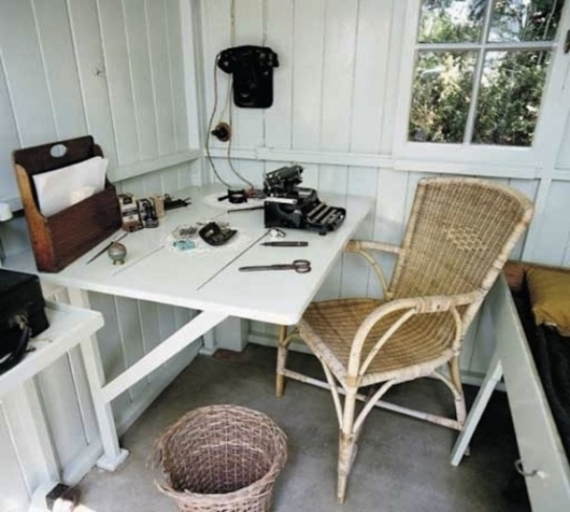 Джордж Бернард Шоу. Великий драматург любил запираться в этом маленьком местечке и придаваться раздумьям.