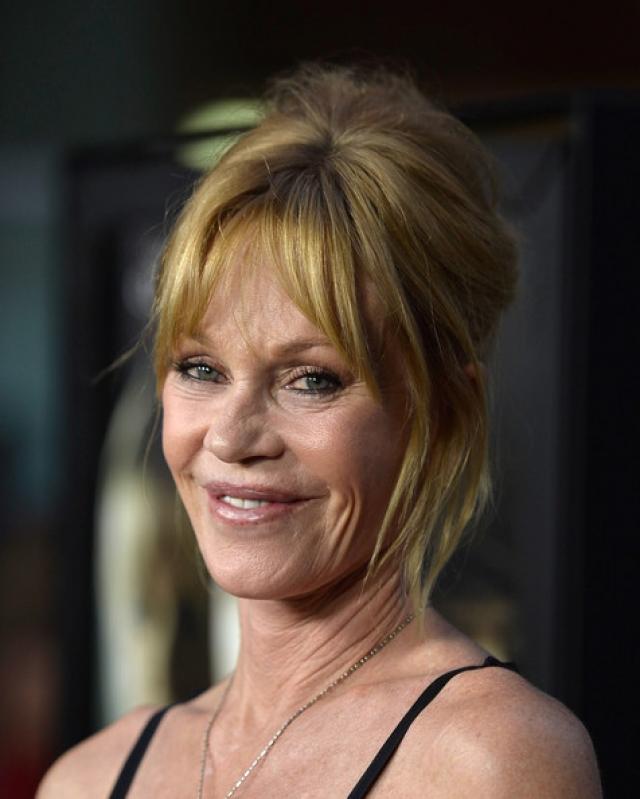 """В итоге внешность актрисы потерпела большие изменения, к сожалению, со знаком """"минус"""", ну а о серьезных ролях она давно забыла."""