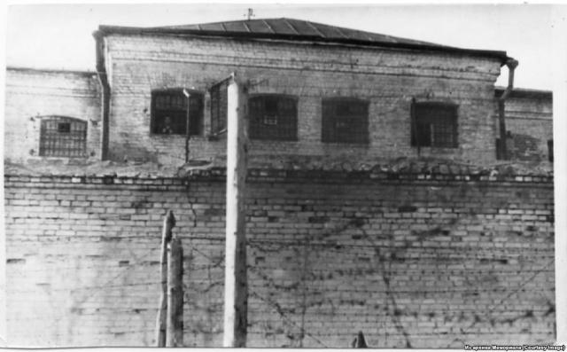 """Заключение в психбольницах было гораздо тяжелее, чем даже пребывание в трудовых лагерях. На """"больных"""" постоянно испытывали болезненные препараты и прочие методы насилия."""