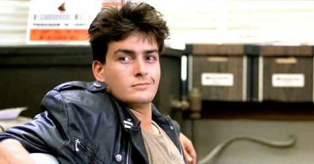 Чарли Шин. Актер имел все шансы стать в один ряд с Томом Хэнксом, Мэлом Гибсоном или Джонни Деппом, если бы не вредные привычки.
