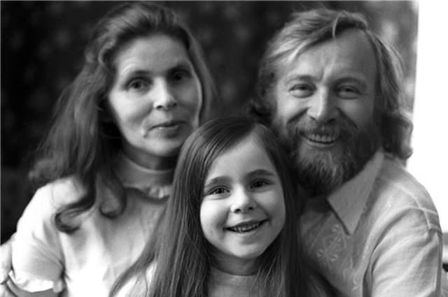 Иннокентий Смоктуновский и женой Суламифью и дочерью Машей.