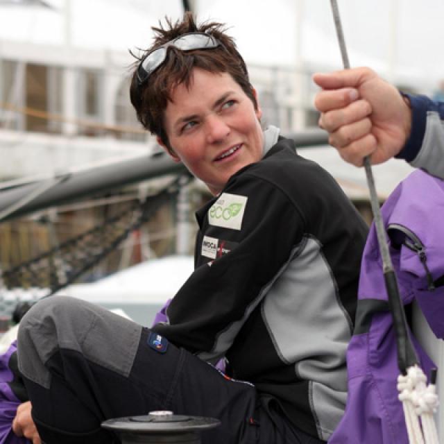 """Элен МакАртур . Эту 34-летнюю британку называют """"бегущая по волнам"""". В 2005 году она в одиночку обогнула земной шар за 71 день 14 часов 18 минут и 33 секунды, установив тем самым мировой рекорд."""
