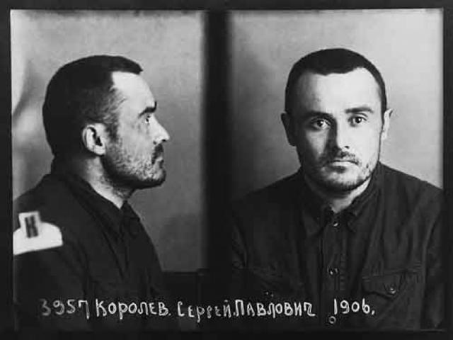 Сергей Королев. 27 июня 1938 года Королев был арестован по обвинению во вредительстве. Он был подвергнут пыткам , по некоторым данным, во время которых ему сломали обе челюсти.