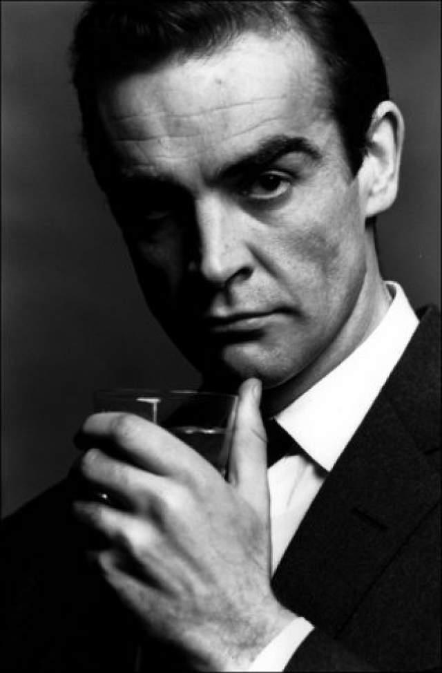 """Шон Коннери (Томас Шон Коннери). 1930 г.р. Родился в Великобритании. Актер кино и продюсер. Лауреат премии """"Оскар"""", двукратный лауреат премии """"BAFTA"""", трёхкратный лауреат премии """"Золотой глобус"""". Работал в театре и на телевидении."""