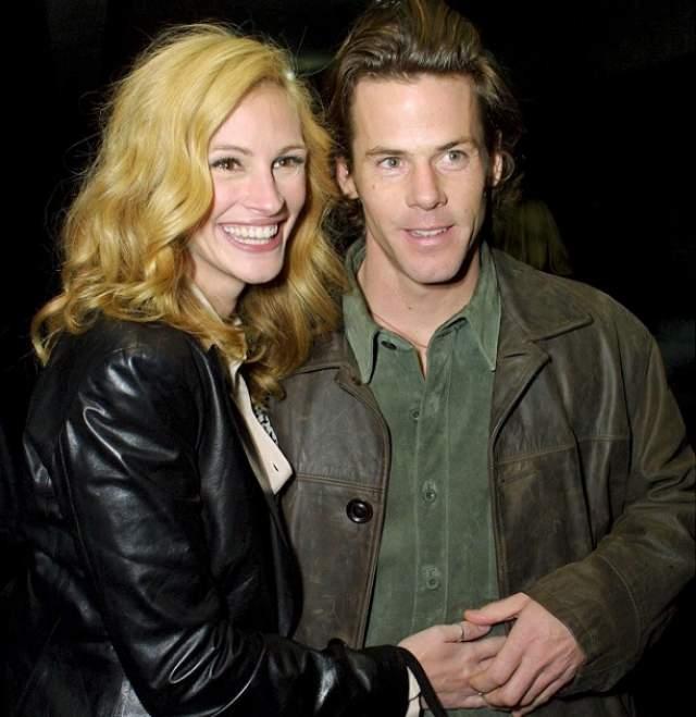А со вторым мужем Дэниэлом Модером Робертс по сей день живет в любви и согласии. От него же актриса родила троих детей.