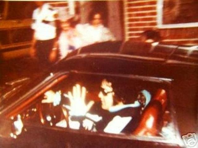 Элвис Пресли возвращается со своей девушкой Джинджер Олден с приема стоматолога. Ночью того же дня его не станет.