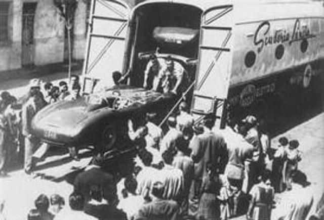Эудженио погиб в возрасте 26 лет во время тестирования новой машины Феррари для участия в сезоне 1957 года. Авария произошла на автодроме Модена - автомобиль разбился, а тело гонщика отбросило на 90 метров. Смерть наступила мгновенно в результате травмы головы.