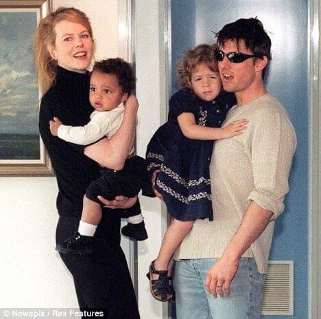 Как сообщает пресса, конфликт звездой и ее детьми начался давно. После развода звезд в 2001 году дети захотели жить с отцом.