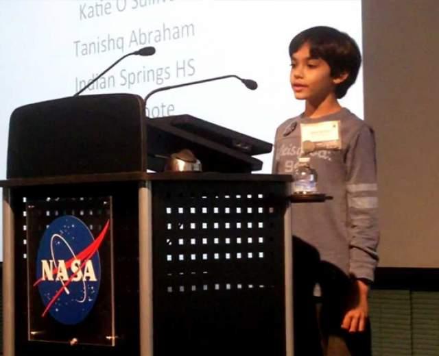 Уже в восьмилетнем возрасте Таниш участвовал в конференциях NASA, помог в открытии двух сверхновых звезд и наблюдал шторм на солнце из крупнейшей обсерватории страны.