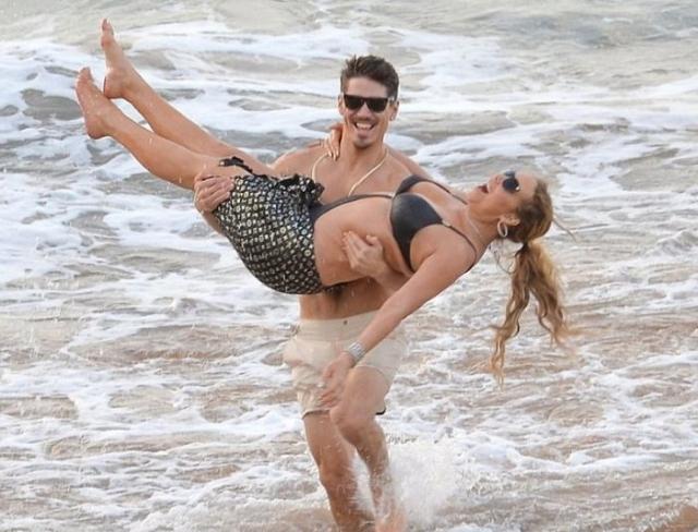 А вот 46-летнюю Мэрайю Кери , едва оформившую развод с супругом-миллионером, застали в страстных объятьях 33-летнего хореографа Брайана Танака.