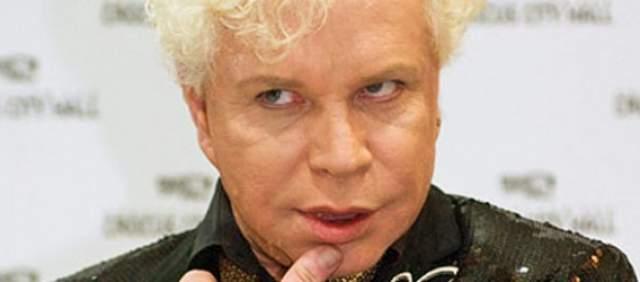 Случай Бориса явно не напугал, поскольку он вновь и вновь прибегал к помощи хирургов, что явно отразилось на его лице.