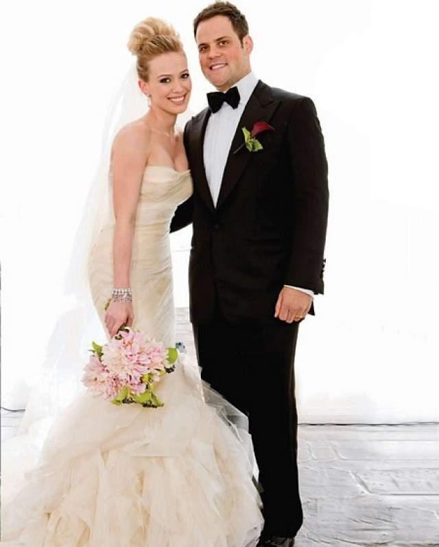 Хилари Дафф, 30 лет. Молодая звезда сцены восемь лет назад, будучи 22-летней наивной девчушкой, вышла замуж за профессионального хоккеиста Майка Комри.