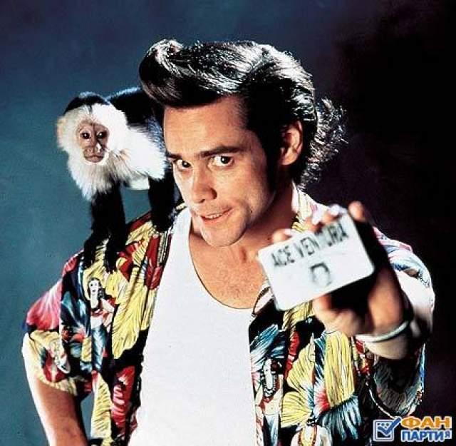 """В кино Джим Керри впервые снялся в 1983 году, а затем брал все роли, какие ему только предлагали. Пока в 1993-м не началась работа над проектом """"Эйс Вентура: Розыск домашних животных"""". Вместе с Вентурой к Керри пришла настоящая слава."""