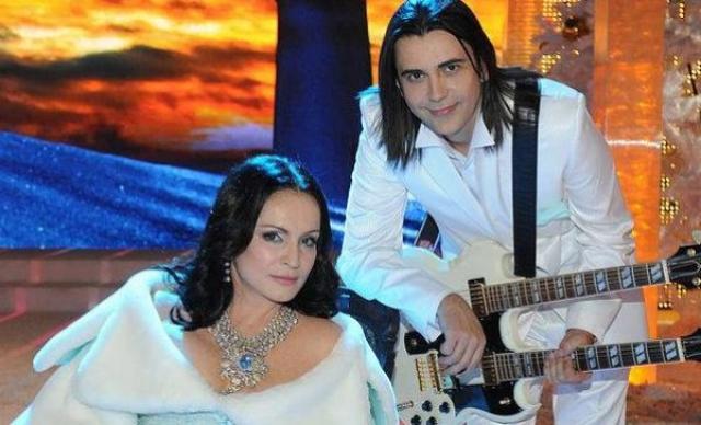 София Ротару и Василий Богатырев (разница - 19 лет). Четыре года назад многолетний роман певицы с гитаристом ее же коллектива, стал настоящей сенсацией.