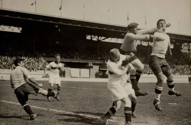 Эктор Кастро. Чемпион мира 1930 года и единственный чемпион мира в истории футбола без кисти руки. В 13 лет он сам себе случайно отрезал ее электрической пилой.