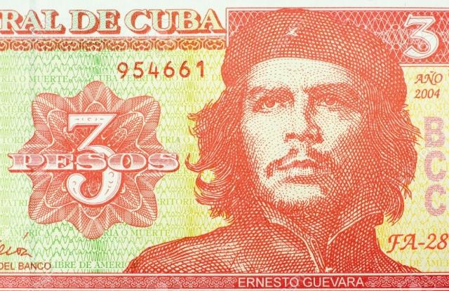 """Че Гевара по сей день является национальным героем Кубы, его портрет есть на кубинских песо, в школах ежедневные занятия начинаются с песни """"Мы будем как Че""""."""