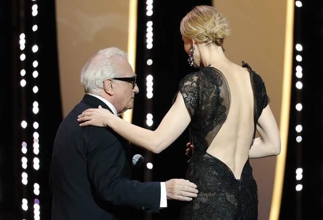 Кейт Бланшетт. Председатель жюри выбрала строгий наряд. Точнее, строгий спереди: 48-летняя звезда выбрала с опасным декольте на спине: вырез доходил как раз до той точки, где начиналось ограничение 18+.