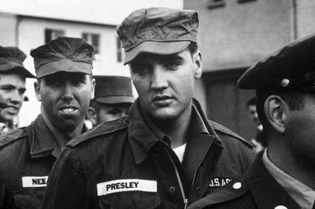 В марте 1960 года певец был демобилизован в звании сержанта. За время, пока Элвис Пресли служил в армии, в его жизни многое изменилось. Еще в 1958 году Элвис потерял мать и расстался с любимой женщиной. Тем не менее, именно во время службы он встретил свою любовь – Присциллу Болье, на которой спустя 10 лет женился.