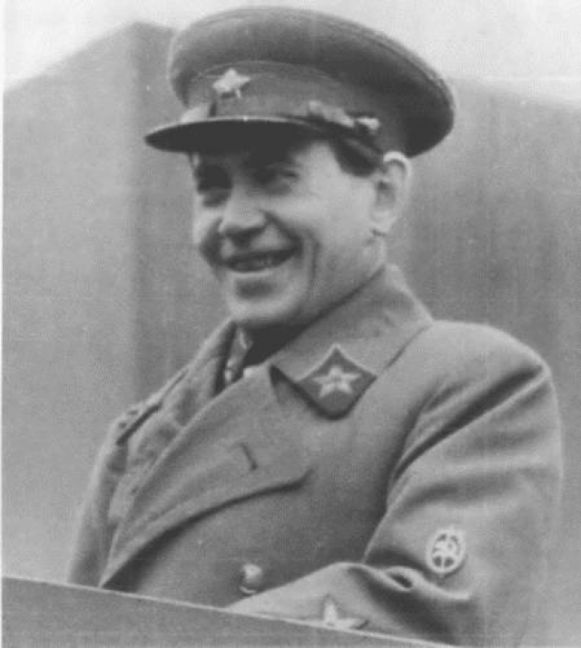 """Внезапно Ежов собственноручно подал в Следственную часть НКВД СССР заявление о своей склонности к педерастии. Также он подробно рассказал, в какие годы и с кем предавался мужеложству, чаще – """"связям взаимоактивным""""."""